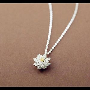 Jewelry - 925 SS Daisey Pendant with chain